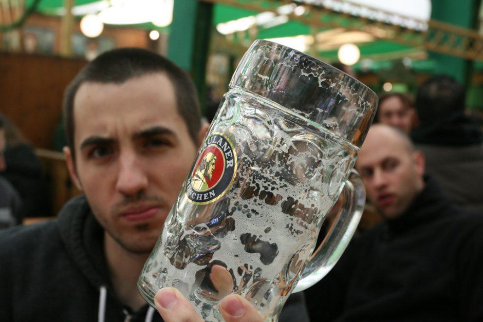 un verre vide de Paulaner