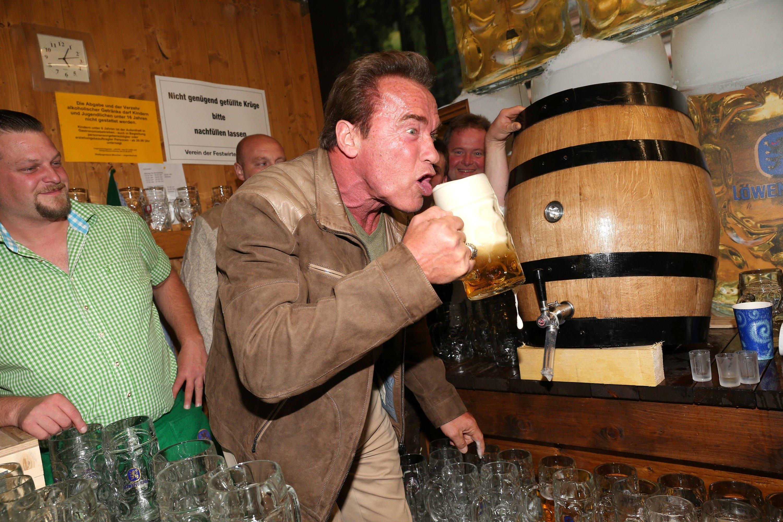 Arnold Schwarzenegger aime bien l'Oktoberfest