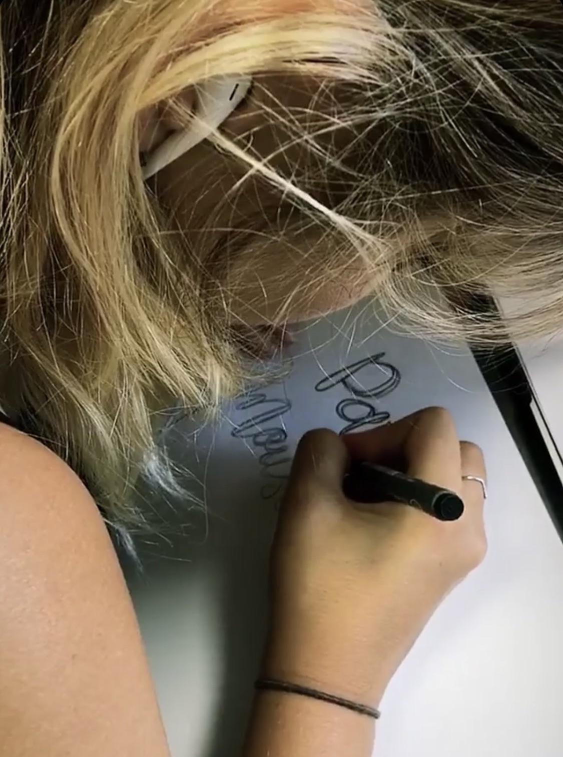 Hannah, graphiste de une petite mousse