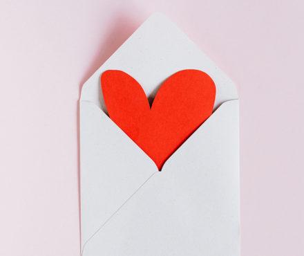 Nos meilleures idées cadeaux Saint Valentin pour les jeunes mamans