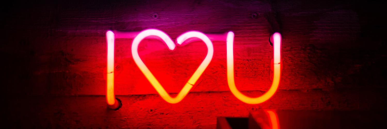Cadeau Saint Valentin couple : une foule d'idées pour se faire plaisir en duo