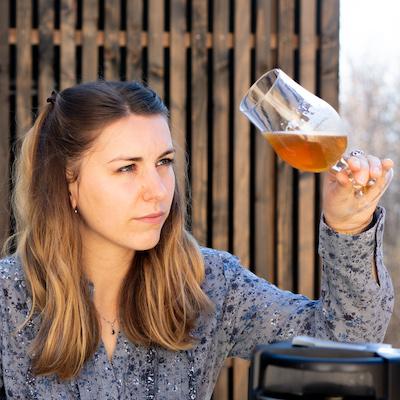 Biérologue en action : observer la bière